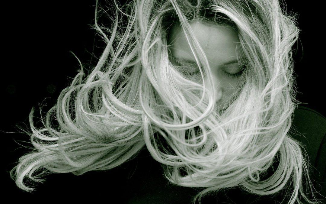 Trichogramme cheveux : Que révèle l'analyse de vos cheveux sur vous ?